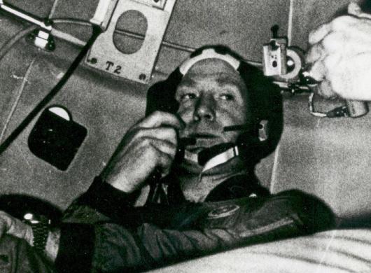 宇宙遊泳 人類初成功